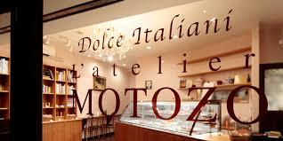 1階の人気スイーツ店『MOTOZO』